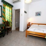 room 9 / δωμάτιο 9